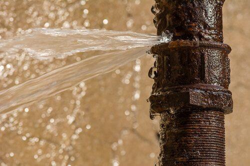 waterleiding gesprongen wat nu?